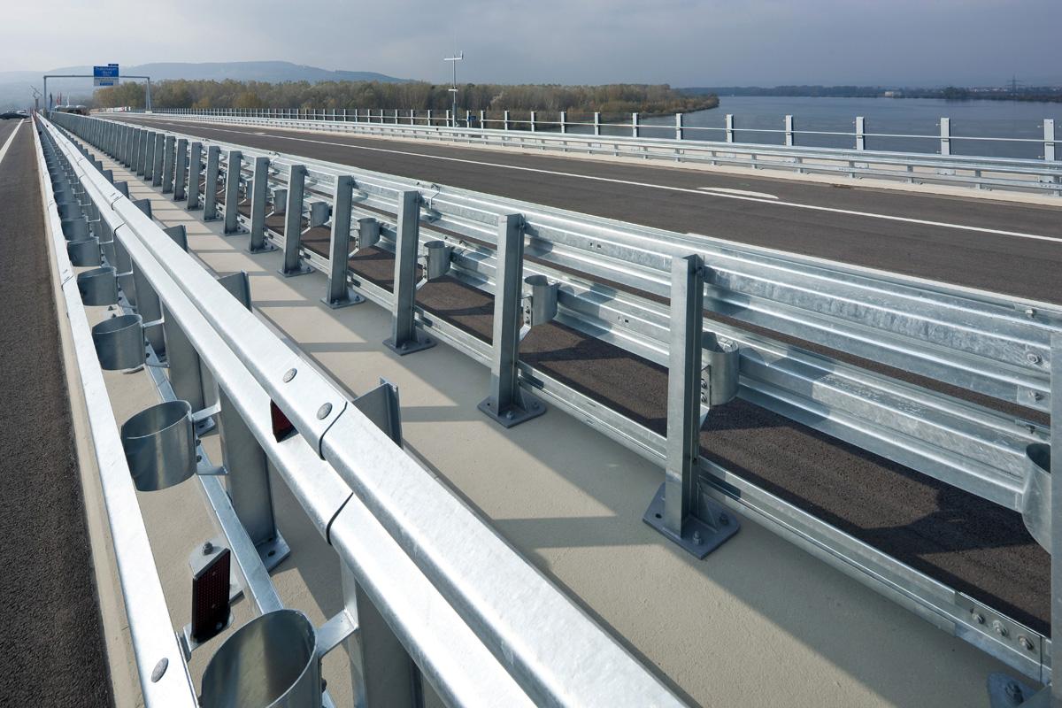 Bridge-Guardrail